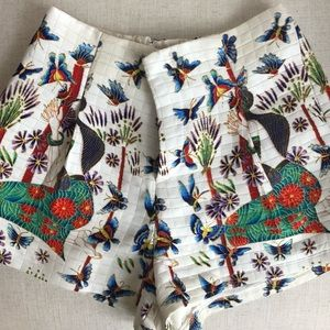 High-waisted shorts with Asian inspired print